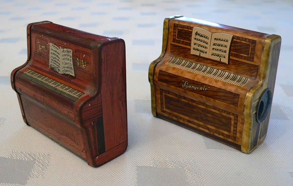 Small sample sized advertising antiques oldshopstuff for Small size piano